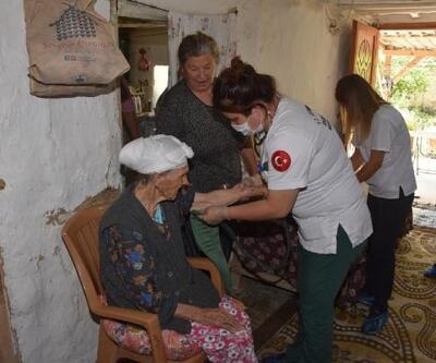 Belediye ekipleri yaşlıların evlerini temizliyor