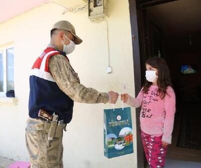 Vefa ekibi, Tunceli'de çocuklara 2 bin 435 kitap dağıttı