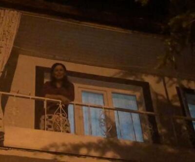 Sokaklarda gezen boz ayıyı görmek için geceyi bekliyor
