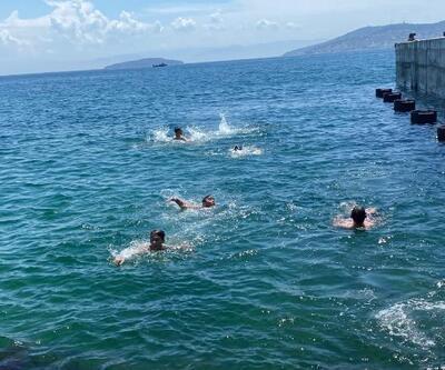 Sokağa çıkma kısıtlaması kalkan gençler denize koştu