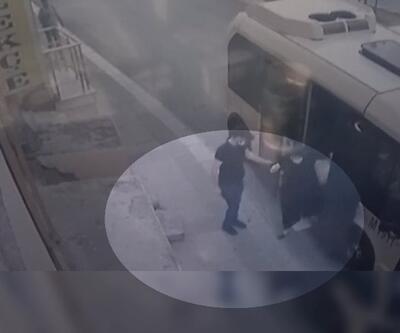 Kadının minibüsten düştüğü anlar kamerada | Video
