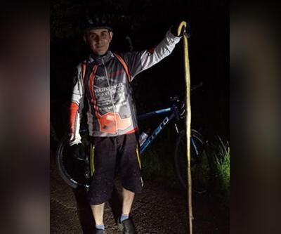 Bisikletçiler 2 metrelik yılan yakaladı