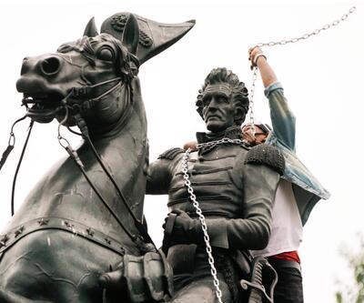 Protestolar Beyaz Saray'a ulaştı: Eski başkanın heykelini devirmek istediler