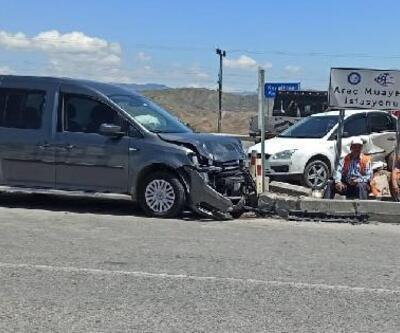 Otomobil ile hafif ticari araç çarpıştı: 4 yaralı