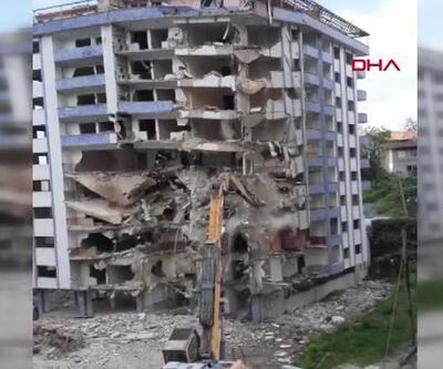 Son dakika... Yıkımı yapılan bina çöktü | Video