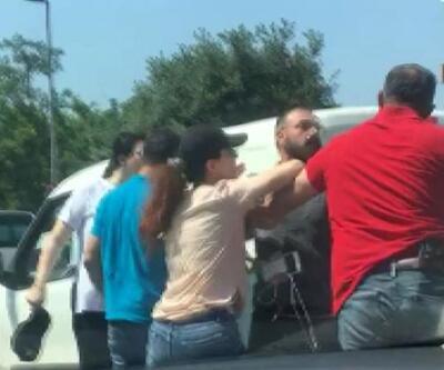 Son dakika: Trafikte tartıştığı kişiye silah çekti   Video
