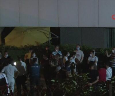 Kadıköy'deki site sakinleri yönetime isyan etti. Elektrik kesintileri ve akan pis sudan şikayetçiler | Video