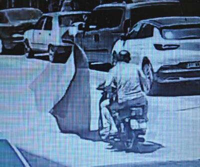 Motosikletin üzerine balkona asılan halı düştü: 2 yaralı