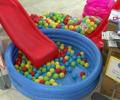 Tatile çıkamayanlar şişme havuzlarda serinliyor | Video