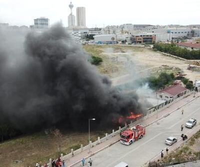 Son dakika... İstanbul'da işçilerin kaldığı konteynerlerde yangın | Video