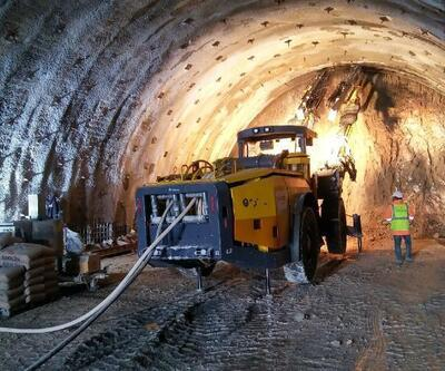 Son Dakika Haberi! Kırkdilim Geçidi'nde ulaşımı rahatlatacak tünellerden birinde ışık göründü | Video