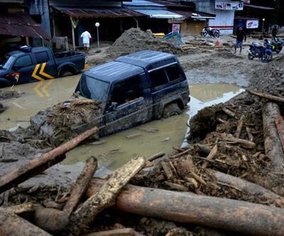 Son dakika... Güney Asya'da sel ve heyelanlarda ölü sayısı 221'e yükseldi