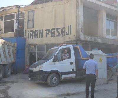 Yüksekova'da dere üzerinde bulunan İran Pasajı yıkıldı