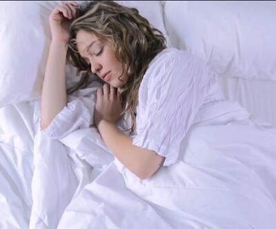 """Alarmla uyananlar dikkat! """"Uyku alamadan uyanmak kalp sorunlarına yol açar""""   Video"""