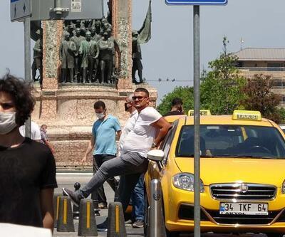 Son dakika... Taksim'de taksicilerin maske umursamazlığı