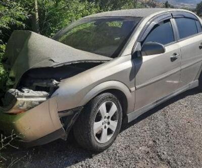 Midibüs ile otomobil çarpıştı: 3 yaralı