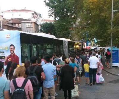 Tıklım tıklım dolan otobüsteki fazla yolcuları polis indirdi   Video