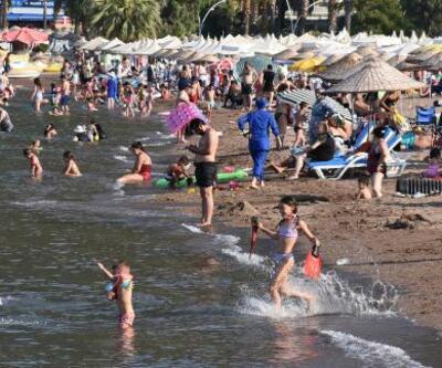 Son dakika... Marmaris'te bayram tatilini uzatanlar plajları doldurdu