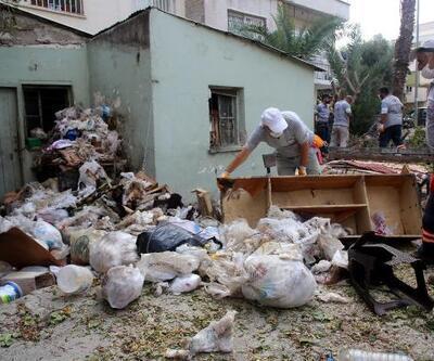 Son dakika... Sahibinin yaşamını yitirdiği evden 3 kamyon çöp çıkarıldı