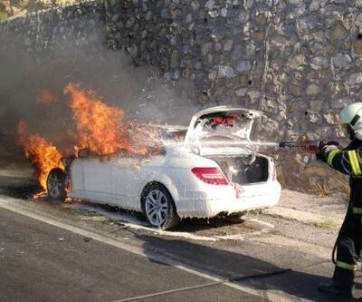 Lüks otomobil seyir halinde cayır cayır yandı