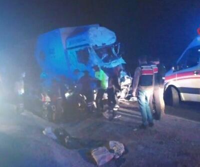 Otomobil ile TIR çarpıştı 3 kişi hayatını kaybetti | Video