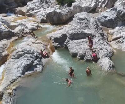 Kesme Boğazı'nın buz gibi suları turistleri ağırlıyor
