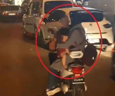 Son dakika... Elektrikli bisikletli çiftin bebekleriyle tehlikeli yolculuğu kamerada