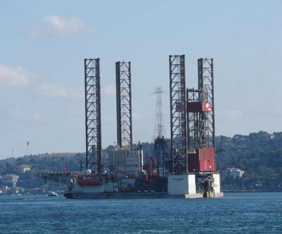 Dev petrol platformu İstanbul Boğazı'nda