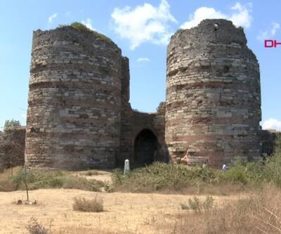 Tarihi kale harabeye döndü | Video
