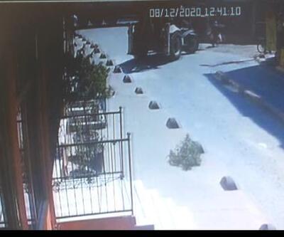 Son dakika... Beyoğlu'nda iş makinası kadına çarptı; O anlar kamerada   Video