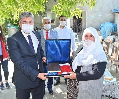 Vali Yılmaz'dan, Şehit Er Hasan Çilves'in ailesine ziyaret