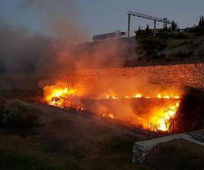 Kuru ot yangını mahalleliyi korkuttu