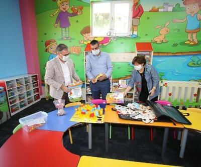 Başkan Özdoğan, çocuk kütüphanesini inceledi