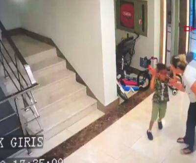 Köpeğini sevdi diye çocuğu tartakladı   Video