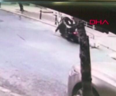Ehliyetsiz kuryenin çarptığı kişi ağır yaralandı   Video