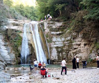 Dağların arasındaki saklı cennet ziyaretçi akınına uğruyor