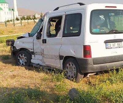 TIR'la otomobil çarpıştı: 2 yaralı