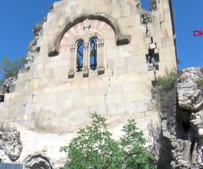 Tarihi kilise yıkılma tehlikesiyle karşı karşıya | Video