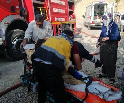 Yangında mahsur kalan yaşlı kadını itfaiye kurtardı