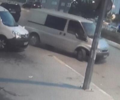 Önce araçlarına yer açtılar, sonra 10 dakikada 45 lastik çaldılar   Video