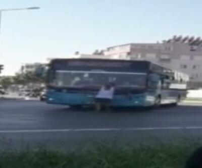 Otobüse maskesiz alınmayınca, sileceklere tutunarak yolculuk yaptı | Video