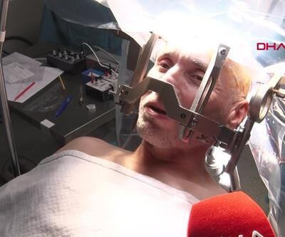 Romanyalı hasta beyin ameliyatında şarkı söyledi | Video