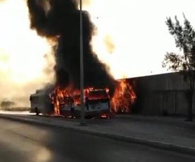 Belediye otobüsü yangında kullanılmaz hale geldi