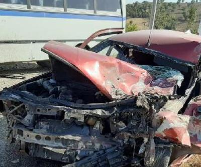 İşçilerin taşındığı midibüs ile çarpışan otomobilin sürücüsü yaralandı