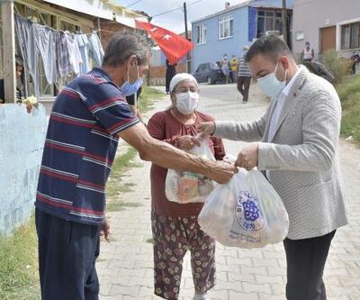 Biga Belediyesi'nden karantinadaki Turan Mahallesi sakinlerine erzak yardımı