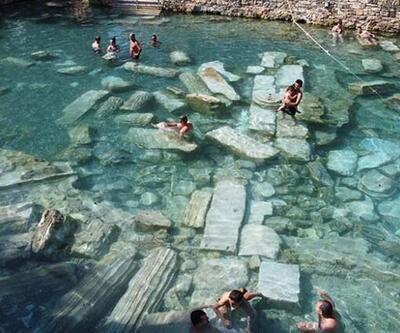 Pamukkale'deki antik havuzu 100 günde 60 bin kişi ziyaret etti