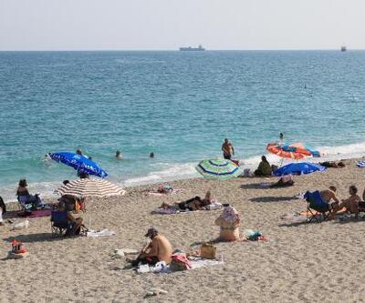 Son dakika.. Sıcak hava ve yüksek nem sonrası sahiller doldu