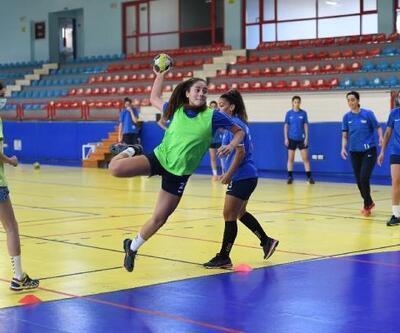 Konyaaltı Belediyesi Kadın Hentbol takımı tempo yükseltti