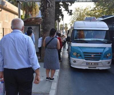 Son dakika.. İzmir'de toplu ulaşımda yoğunluk yolcuları tedirgin ediyor
