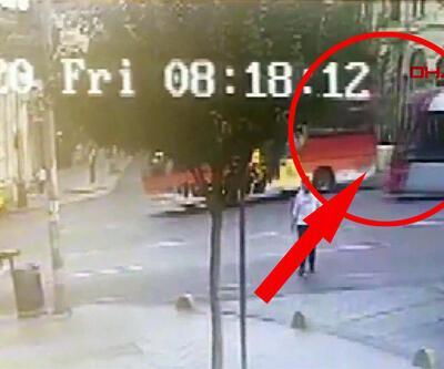 Fatih'te tramvay ile midibüsün çarpışma anı kamerada